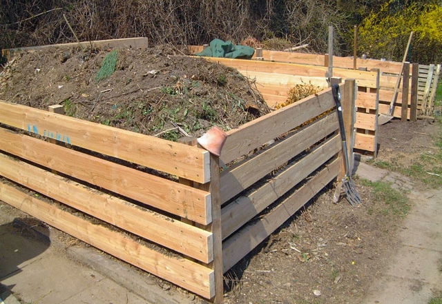 Komposthaufen im Garten Ploberger