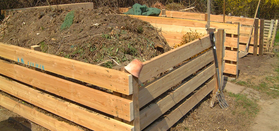 Komposthaufen-im-Garten-Ploberger960