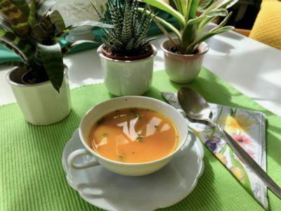 Karotten-Orangensuppe mit Thymian
