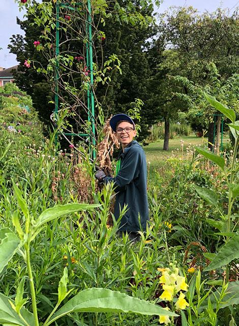 Thomas Lehner arbeitet im Monet-Garten