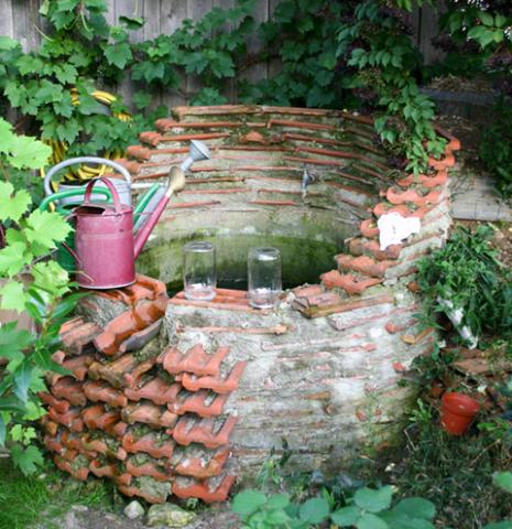 Brunnen aus Dachziegeln