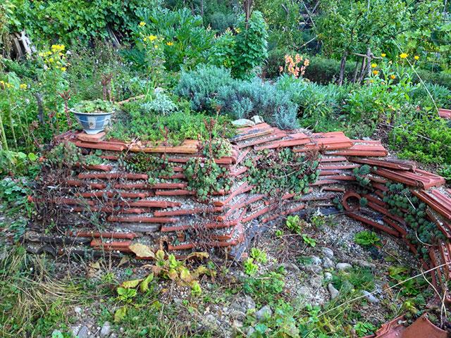 Trockenmauern aus alten Baumaterialien
