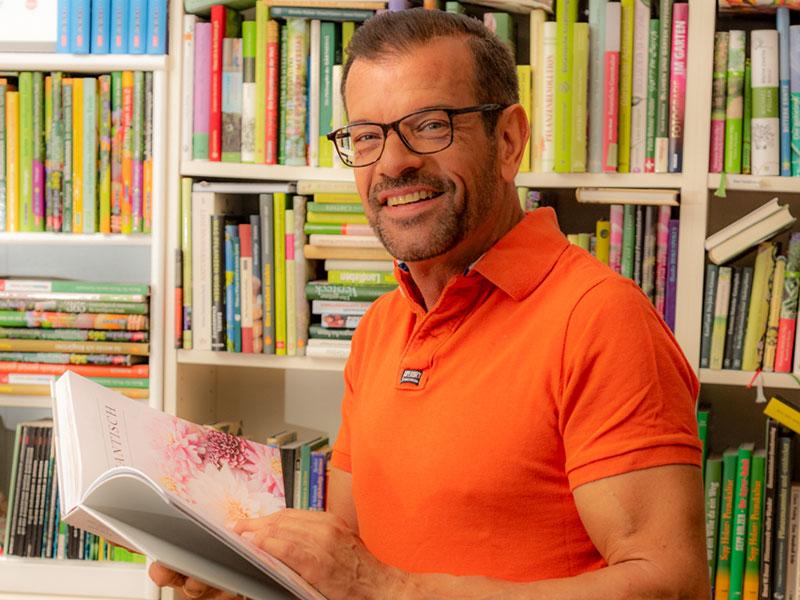 Karl Ploberger mit Buch